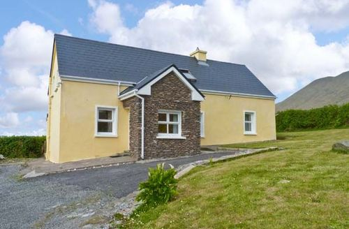 Snaptrip - Last minute cottages - Inviting  Tseanthig S5682 -
