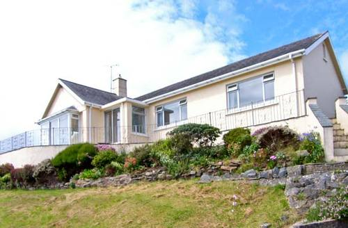 Snaptrip - Last minute cottages - Tasteful Criccieth Rental S5520 -