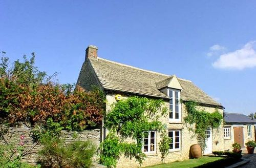 Snaptrip - Last minute cottages - Charming Witney House S2587 -
