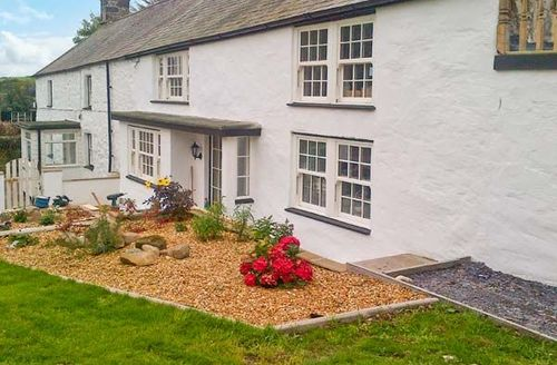 Snaptrip - Last minute cottages - Inviting Pwllheli Llan S5756 -