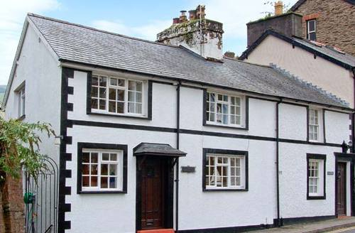 Snaptrip - Last minute cottages - Quaint Aberdovey Cottage S5552 -