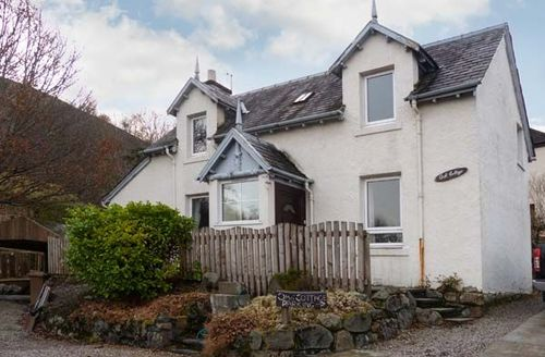 Snaptrip - Last minute cottages - Lovely Fort William Cottage S5800 -