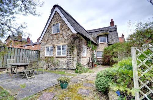 Snaptrip - Last minute cottages - Delightful Snainton Cottage S49744 - Exterior View 1
