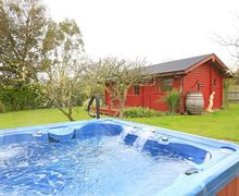 Snaptrip - Last minute cottages - Lovely Polstead Lodge S49895 - Exterior and Hot Tub