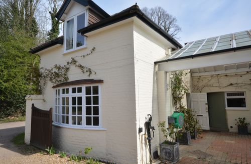 Snaptrip - Last minute cottages - Delightful Woking Cottage S49898 -