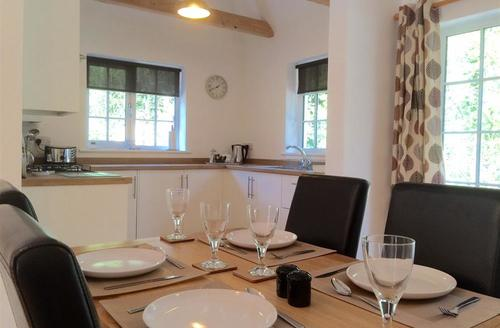 Snaptrip - Last minute cottages - Adorable Kelsale Cottage S49899 - Kicthen and Dining Area