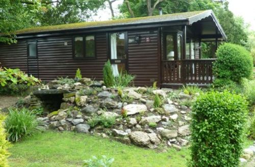 Snaptrip - Last minute cottages - Attractive Grange Over Sands Lodge S594 - Old Well Lodge, self catering Cartmel, Lakes Cottage Holidays