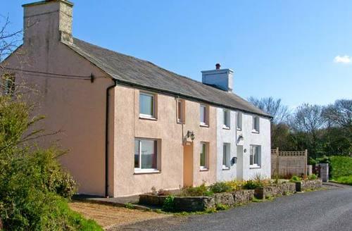 Snaptrip - Last minute cottages - Luxury Llanarth Rental S5624 -