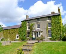 Snaptrip - Last minute cottages - Attractive Ruthin House S5673 -