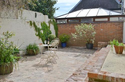 Snaptrip - Last minute cottages - Adorable Brundall Cottage S50297 -