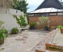 Snaptrip - Last minute cottages - Adorable Brundall Cottage S50297 -
