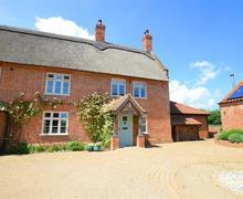 Snaptrip - Last minute cottages - Adorable Ludham Rental S11723 - Exterior