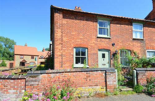 Snaptrip - Last minute cottages - Stunning Binham Rental S12044 - Exterior