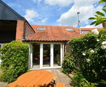Snaptrip - Last minute cottages - Exquisite Binham Rental S25324 - Exterior