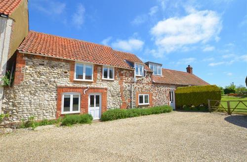 Snaptrip - Last minute cottages - Adorable Brancaster Rental S11870 - Exterior View 1