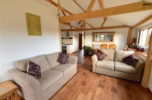 Snaptrip - Last minute cottages - Excellent Sisland Rental S9747 - Sitting Room View 2