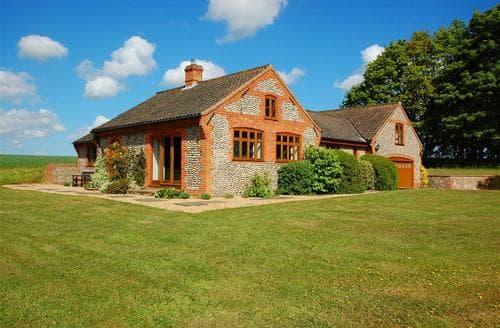 Snaptrip - Last minute cottages - Superb Southrepps Nr Trunch Rental S11943 - Exterior View