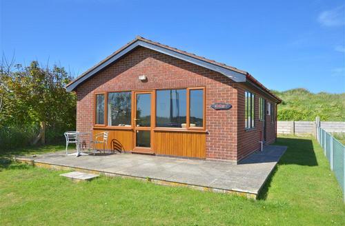 Snaptrip - Last minute cottages - Delightful Eccles Beach Rental S12029 - Exterior