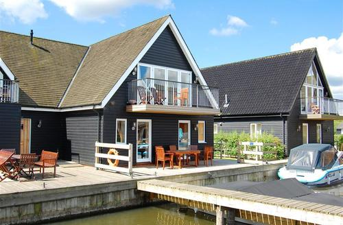 Snaptrip - Last minute cottages - Exquisite Horning Rental S12079 - External view
