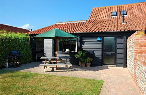 Snaptrip - Last minute cottages - Cosy Happisburgh Rental S11735 - Exterior View