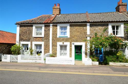 Snaptrip - Last minute cottages - Adorable Wells Next The Sea Rental S11982 - Exterior view