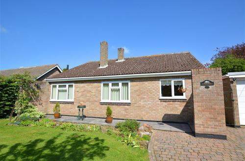 Snaptrip - Last minute cottages - Stunning Barnham Broom Rental S26058 - Exterior