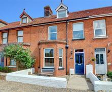 Snaptrip - Last minute cottages - Luxury Bacton Rental S11698 - Exterior