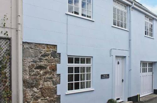 Snaptrip - Last minute cottages - Quaint Beaumaris House S5736 -