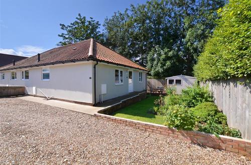 Snaptrip - Last minute cottages - Superb Holt Rental S25334 - Exterior