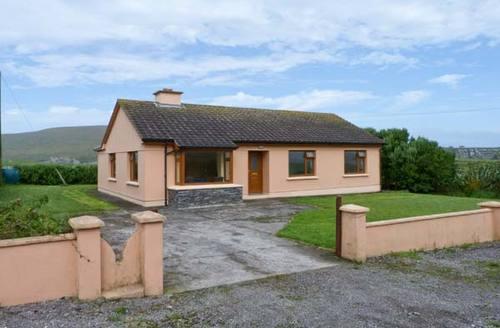 Snaptrip - Last minute cottages - Beautiful  Rental S5742 -