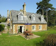 Snaptrip - Last minute cottages - Delightful Ingoldisthorpe Rental S11714 - Exterior View