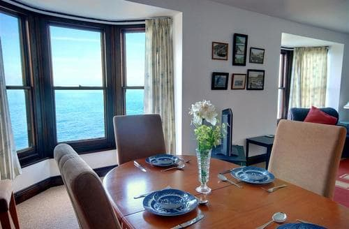 Snaptrip - Last minute cottages - Delightful Ilfracombe Rental S9817 - Dining Area 1
