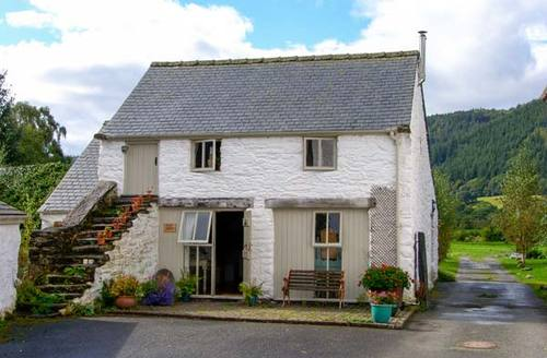 Snaptrip - Last minute cottages - Lovely Betws Y Coed Barn S5782 -