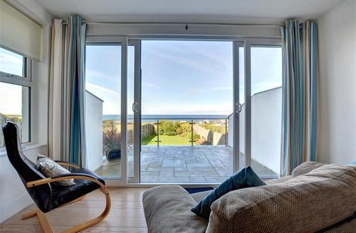 Snaptrip - Last minute cottages - Lovely Trevone Bay Cottage S42723 - Lounge view