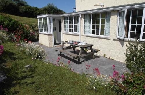 Snaptrip - Last minute cottages - Attractive Polzeath Apartment S42707 - External