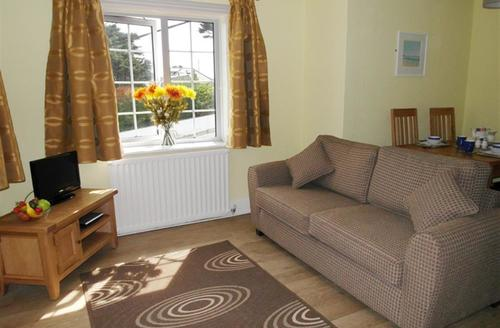 Snaptrip - Last minute cottages - Delightful Polzeath Apartment S42711 - Lounge