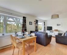 Snaptrip - Last minute cottages - Wonderful Looe Apartment S44986 - Dining Area