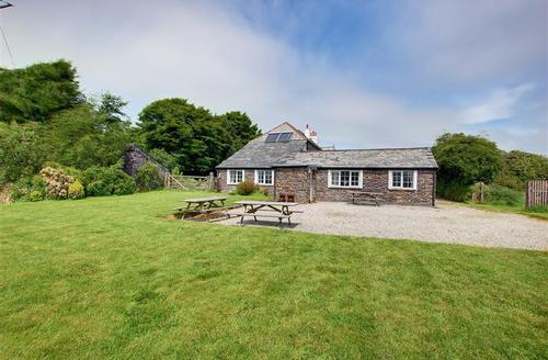Snaptrip - Last minute cottages - Adorable Camelford Cottage S42703 - External View - 1