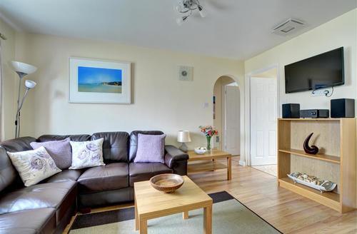 Snaptrip - Last minute cottages - Tasteful St Merryn Cottage S42799 - Lounge