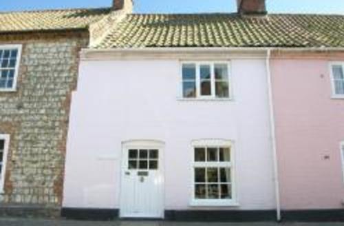 Snaptrip - Last minute cottages - Superb Burnham Market Rental S11843 - Exterior View