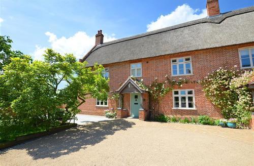 Snaptrip - Last minute cottages - Exquisite Ludham Rental S9750 - Exterior