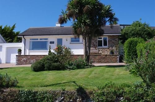 Snaptrip - Last minute cottages - Inviting Padstow Cottage S42754 - External