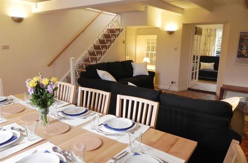 Snaptrip - Last minute cottages - Charming St Ives Carbis Bay Lelant Cottage S43945 - Lounge/diner in holiday let Lelant