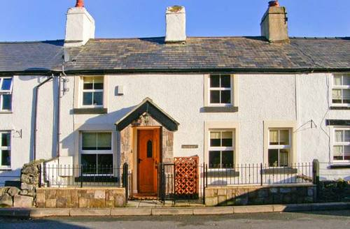Snaptrip - Last minute cottages - Charming Conwy Terrace S5841 -