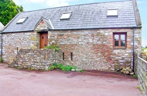 Snaptrip - Last minute cottages - Exquisite Bridgend Barn S5844 -