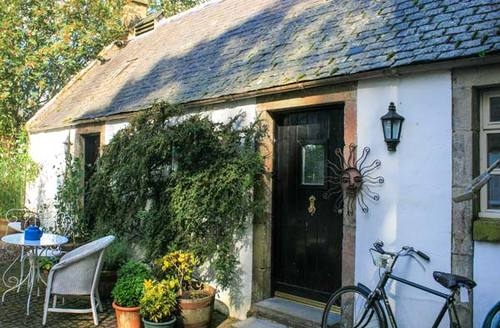 Snaptrip - Last minute cottages - Wonderful Biggar Cottage S5876 -