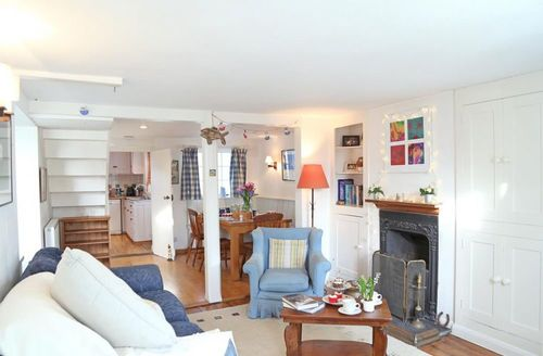 Snaptrip - Last minute cottages - Wonderful West Wittering Cottage S50729 -