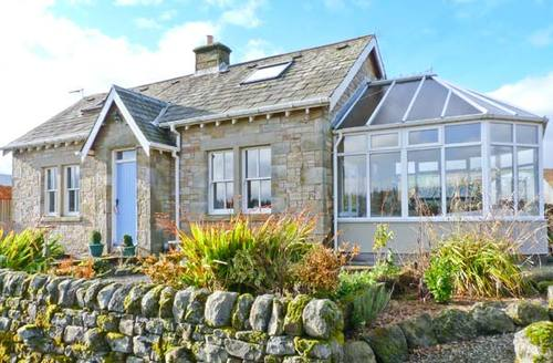 Snaptrip - Last minute cottages - Cosy Newcastleton Rental S5886 -
