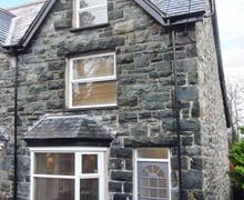 Snaptrip - Last minute cottages - Lovely Llanbedr House S5891 -