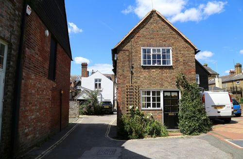 Snaptrip - Last minute cottages - Splendid Horsham Cottage S50852 -